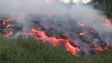 男子野外发现村庄被火山吞噬 场面壮观!