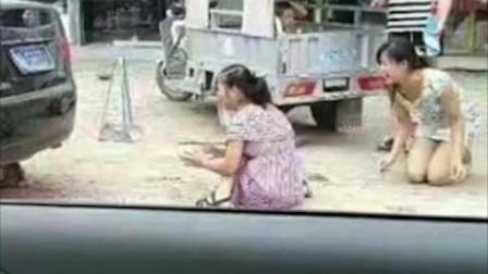 倒车辗死小孩 女司机大哭: 我也有孩子