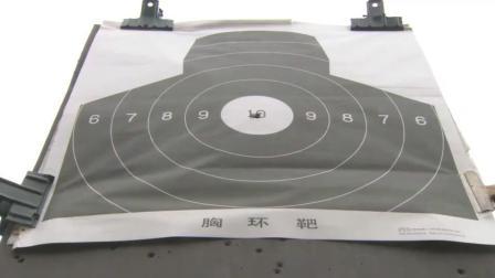 特种兵演示移动打靶枪枪十环, 参观的女兵们赞叹不已连连鼓掌!