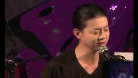 霍尊在丽江演唱会上, 翻唱《花心》嗓音纯净, 一唱完掌声如雷