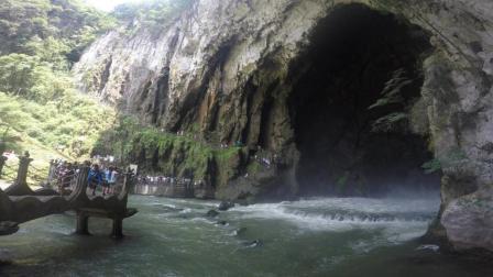 中国最大的岩溶洞穴瀑布——龙门飞瀑