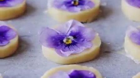 在曲奇上搭配小花烤出来的饼干, 简直是人间极品!