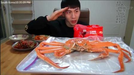大胃王奔驰小哥用帝王蟹煮泡面拌米饭, 会不会太奢侈了, 超级想吃