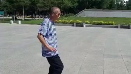 广场舞之杨大爷鬼步舞 精气神十足