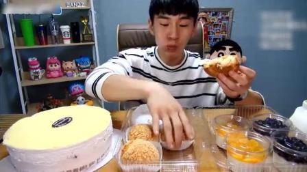 大胃王奔驰小哥吃超大号芝士蛋糕, 4个奶油大泡芙能吃完就很牛了