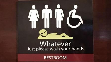 国外推性别友善厕所, 不仅男女混用, 还欢迎外星人