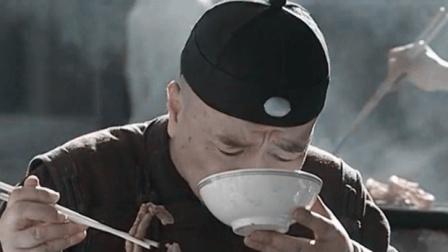 看李保田吃豆汁焦圈, 那得多香啊, 我都看饿啦!