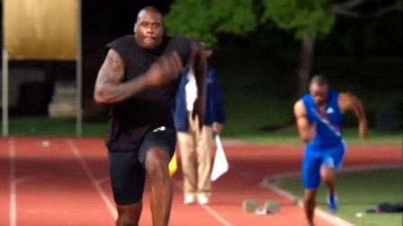 珍贵视频! 奥尼尔携手霍华德挑战短跑飞人盖伊, 拼起速度来巨人们不落下风