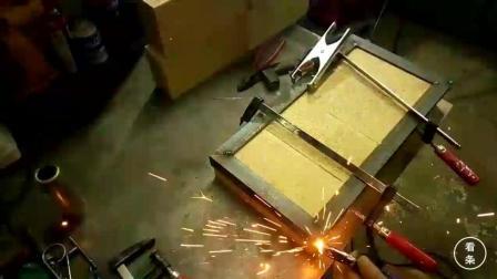 小哥用耐火砖自制锻造炉, 不到五十块的成本没想到这么实用