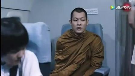 飞机上和尚一直盯短裙美女空姐, 诡异一幕让人头皮发麻