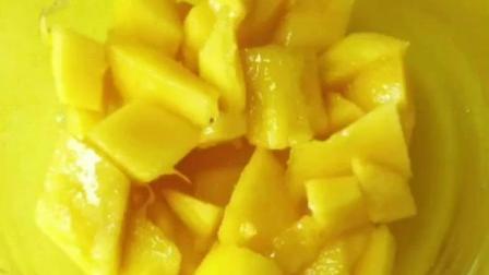 在家自制芒果沙冰 搭配酸奶刨冰, 甜丝丝凉兮兮的 夏天的热气全无