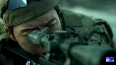 面对现场险峻的形势, 狙击手直接摘耳机抗命, 危急时刻一枪击歹徒, 保住人质