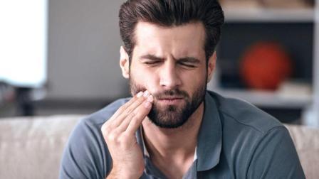 小伙21年从未刷牙 导致牙齿腐蚀到根 医生束手无策