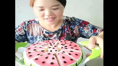 宝宝过生日大姐这样切生日蛋糕, 每人都吃一样大的!