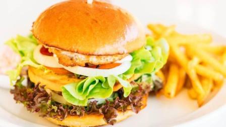 自己在家也能做出美味的汉堡了, 关键是做起来简单!