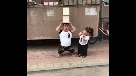 谁家这对孩子, 太恶搞了, 父母也不管管!