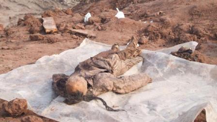 三国一老妇破坟而出, 被埋地下30年, 出来后行走自如还能说话?