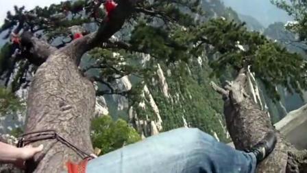 酷玩运动 第一季:俄青年攀爬华山迎客松 大神缆车索道上玩倒立
