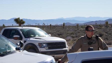 两男子骑车勇闯51区禁地, 差点被当场枪毙