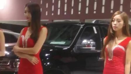 车展现场偶遇林肯豪车配性感美女车模, 看着真养