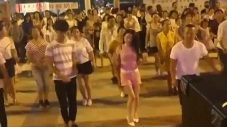 广场舞穿粉红色的小短裤 女神的最爱 有需要联系我哟