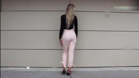 美女黑色紧身衣配粉色紧身裤, 单看背影就很美