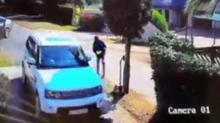 夫妻下车遇持枪劫匪 迅速回车逃离