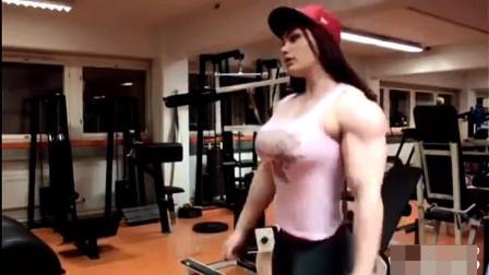 19岁女孩练就漂亮肌肉, 让多少男人汗颜?