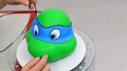 忍者神龟造型的翻糖蛋糕, 赶快跟他抢披萨饼啊