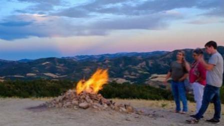 """世界最小火山仅1.2米高 网友笑称""""烧烤圣地"""""""