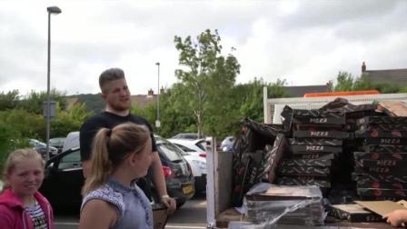 Ben的整人计划 让Elliot感受一下被1000个披萨盒支配的恐惧