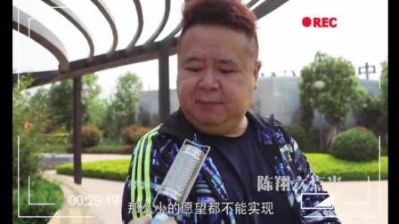 搞笑视频: 街头恶搞小胖, 小区采访的人都这么搞