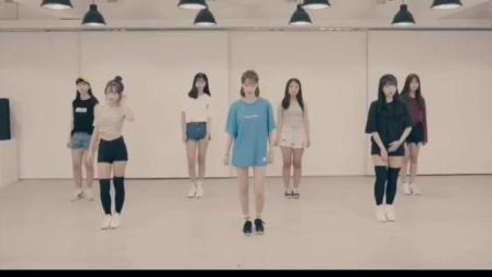 美女们跳的是跑男第五季第一期迪丽热巴也跳过音乐舞蹈