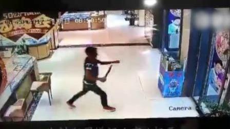 男子持刀抢劫金店 警方3小时抓获