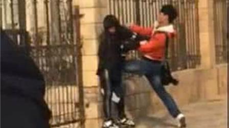 人渣, 武汉街头, 一男子暴打女友, 打完之后女友还是乖乖跟他走
