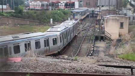 封面资讯 2017 8月 美国费城郊外火车相撞 至少33人受伤