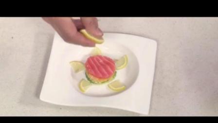《美食养生》牛油果三文鱼沙拉的做法, 滑而不腻1
