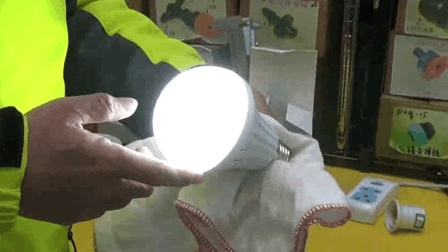 原來LED燈泡具「備用燈泡」的功能, 大約儲備4小時的照明