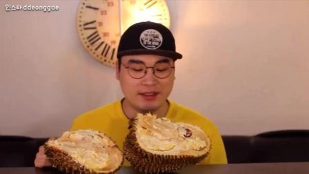 韩国豪放派吃播: 大胃王donkey弟弟吃整只榴莲果肉 快进版