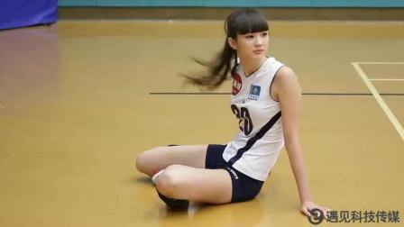 新排球女将 1米82九头身 最甜微笑莎宾娜