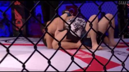 强力断头台把对手直接绞晕倒抽搐 赛后求拥抱遭对手拒绝