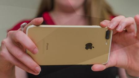 「科技三分钟」iPhone 8 百万分之一秒可解锁 首张AI谱曲流行专辑面世 170823