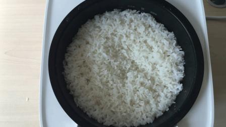 电饭锅蒸饭总是黏锅底? 清水里加入两滴它, 不怕黏锅米饭松软可口