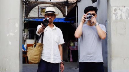 两个直男20年拆不散, 一起拍下10万张照片