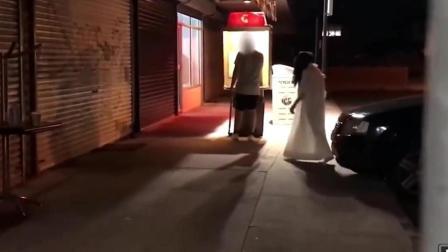 国外搞笑恶搞视频 半夜假扮贞子吓唬过路行人