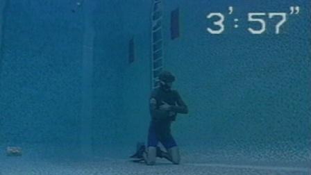 20岁无氧潜水破世界纪录