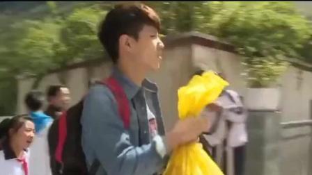 变形记: 变形帅哥杨桐到学校! 三层楼都布满女学生! 这是什么情况?
