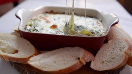 教你做像苹果蜜一样好吃的菠菜洋蓟芝士蘸酱, 配上烤的脆脆的法国面包, 舔盘妥妥的!