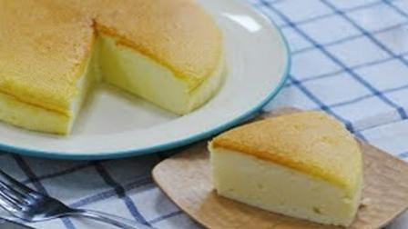 """2分钟自己动手制作低热量软绵蛋糕""""无油酸奶蛋糕""""。"""