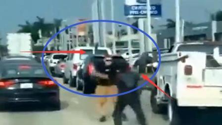 两车追尾, 路怒司机提着大刀下车就砍, 监控拍下这可怕一幕
